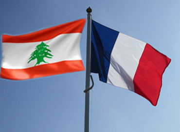 Lebanesese and French flags